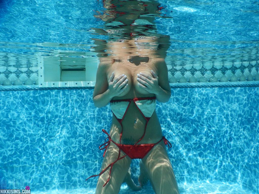NikkiSims-Bikini-5