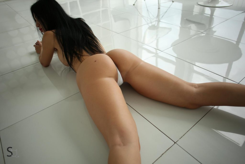 StasyQ hottie YanaQ is lying on the floor with her legs apart