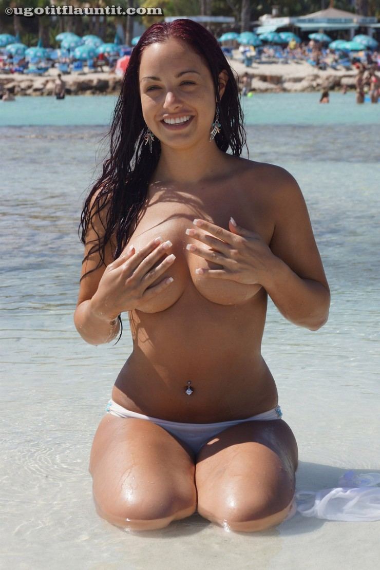 topless-on-the-beach-8