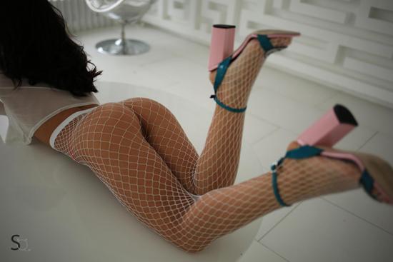 JessyQ wearing heels on StasyQ