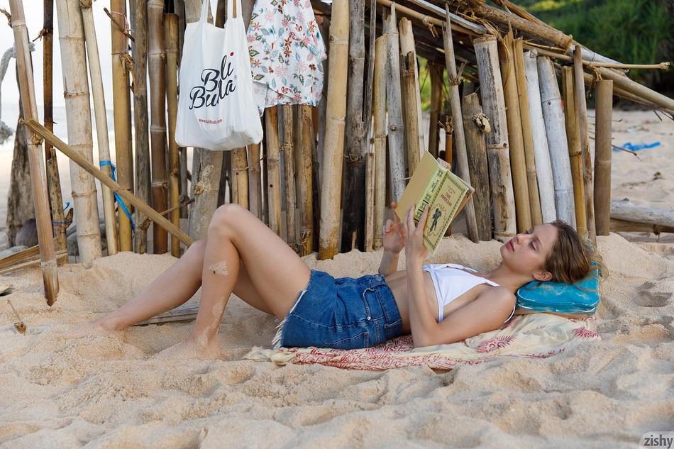 Sonia Clarice relaxing on Zishy
