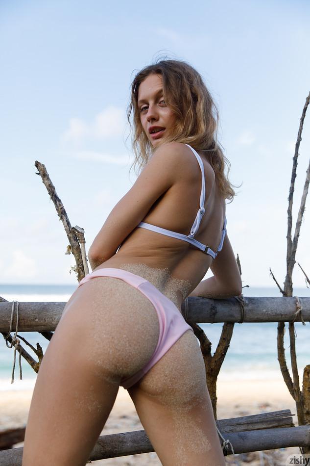 Sonia Clarice enjoying the sea view on Zishy